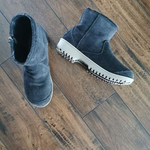 Sorel Black Suede Ankle Boots Size 6
